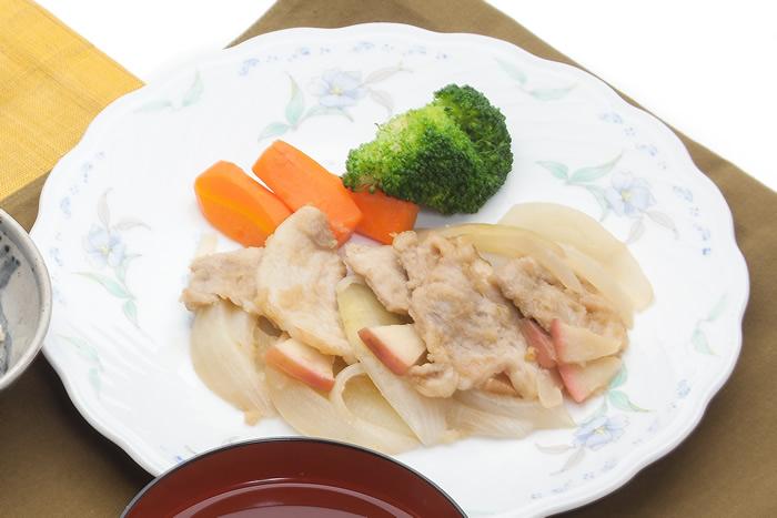 豚肉のやわらかりんご焼き(にんじんの甘煮)