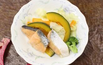 鮭と蒸し野菜のりんごだれ