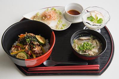 信州豚と臼田産プルーンの焼肉丼セット